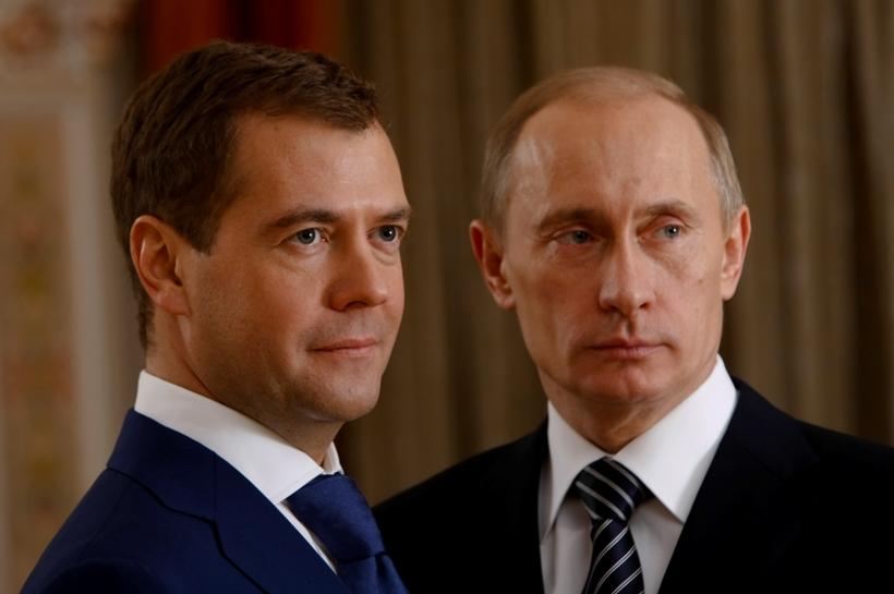 Путину и Медведеву напомнили об их предвыборных обещаниях в 2011 году –...