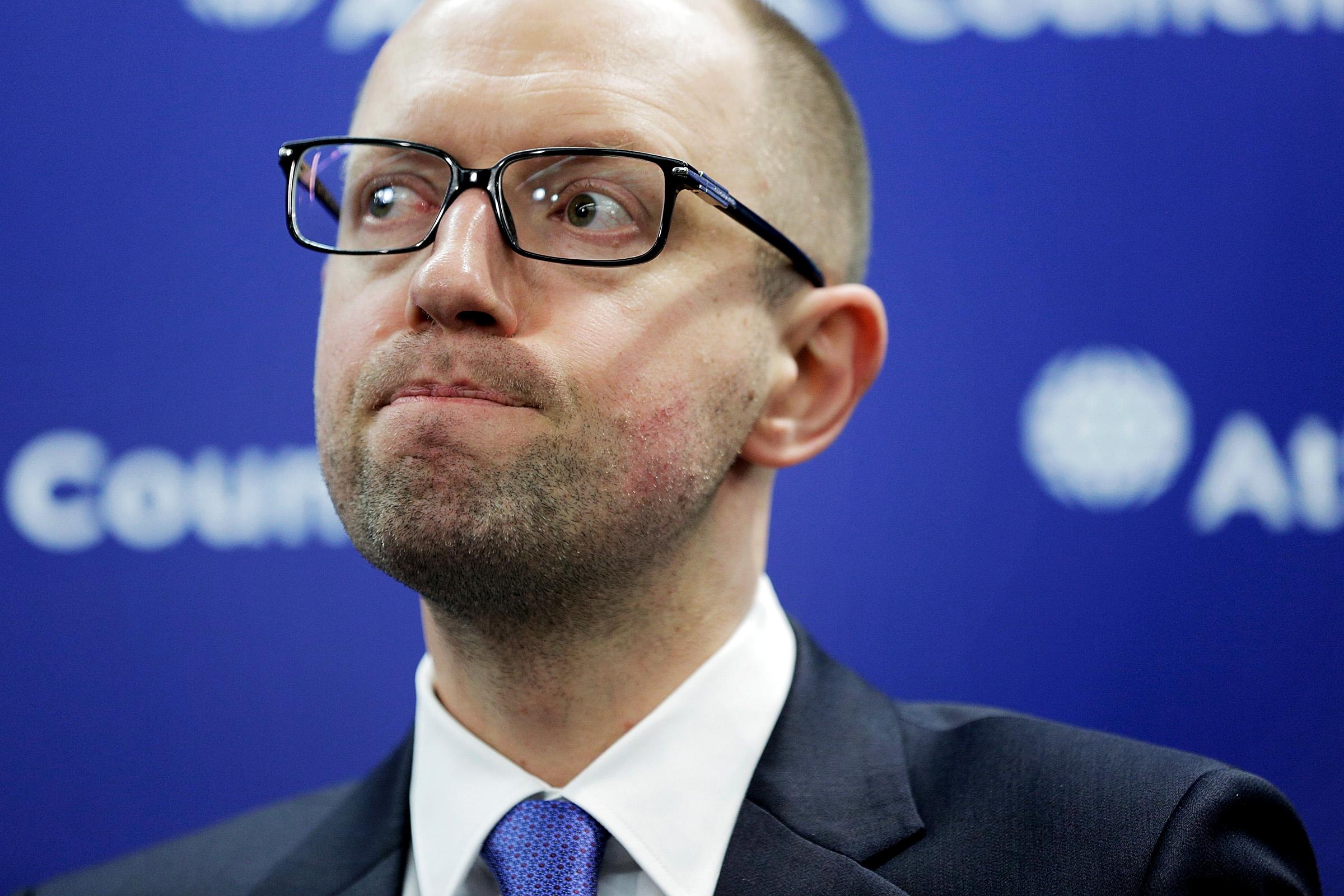 Яценюка вызвали в суд по иску Григоришина