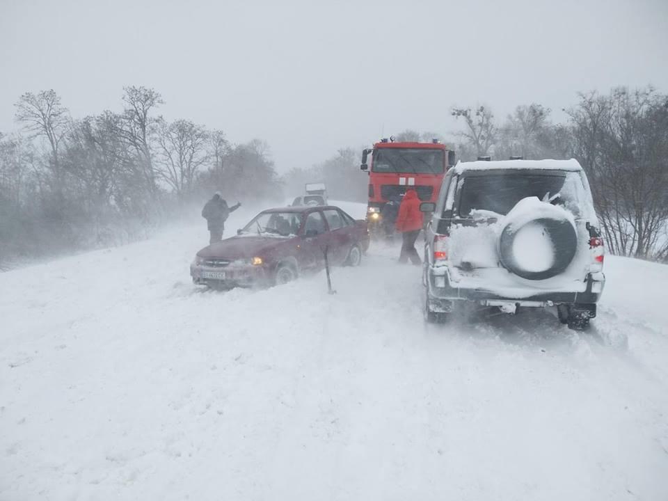 Во время вчерашнего снегопада в Украине произошло почти 1200 ДТП, - поли...