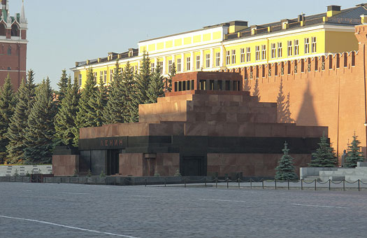 Соратники Путина пригрозили коммунистам похоронами Ленина