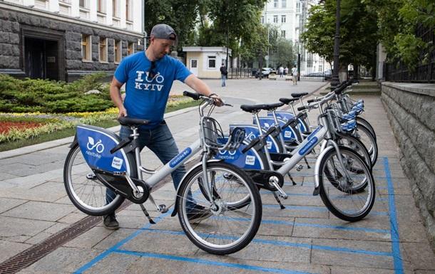 Возле здания Администрации президента установили прокат велосипедов