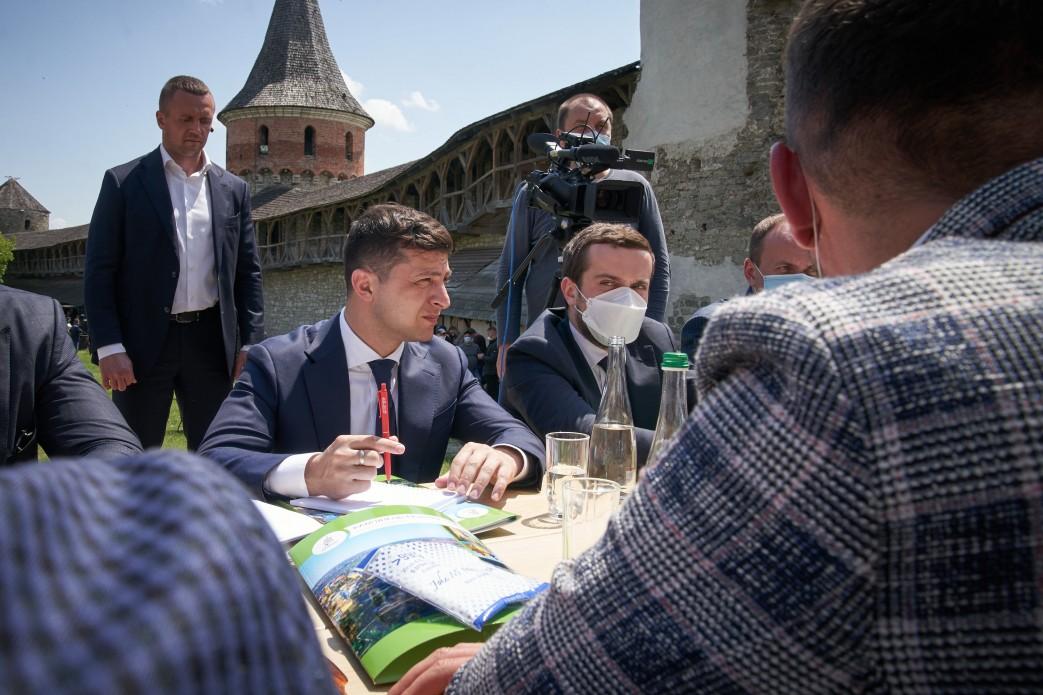 Зеленский хочет отменить визы для иностранных туристов
