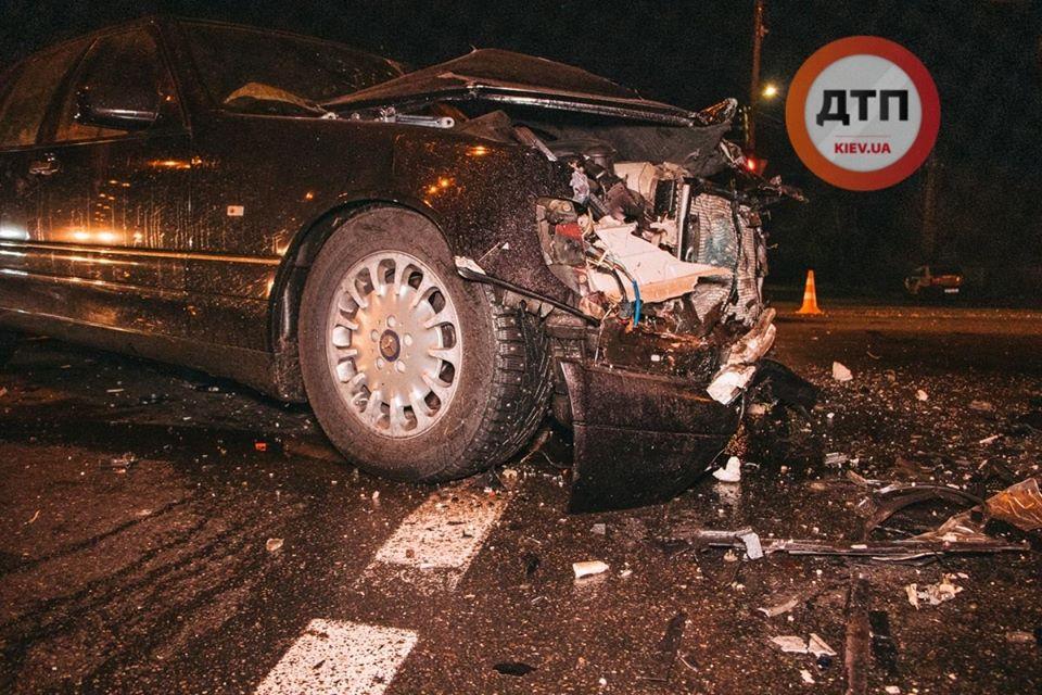 В Киеве пьяный водитель протаранил 5 авто, среди пострадавших беременная...