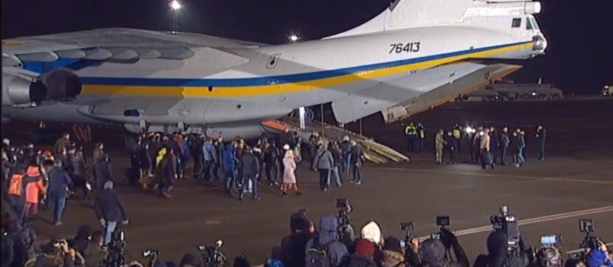 Освобожденные из плена украинцы прибыли в Киев