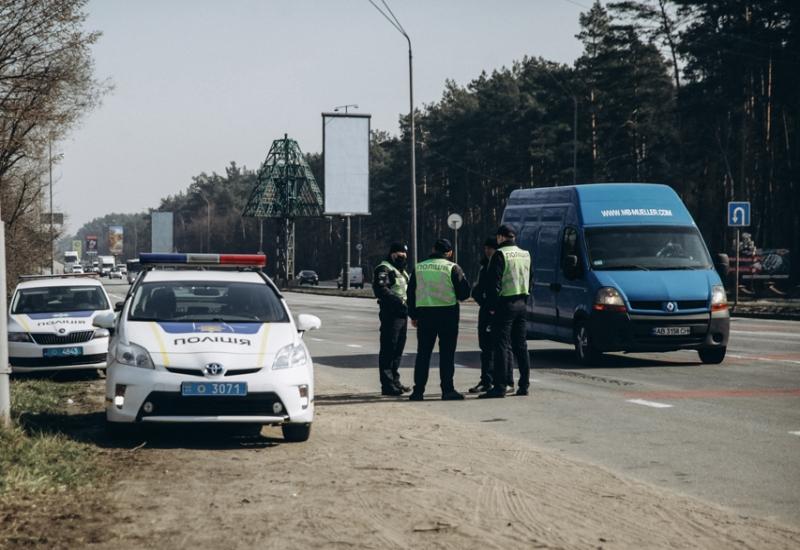 В целях профилактики. На въездах в Киев полиция и Нацгвардия развернула...