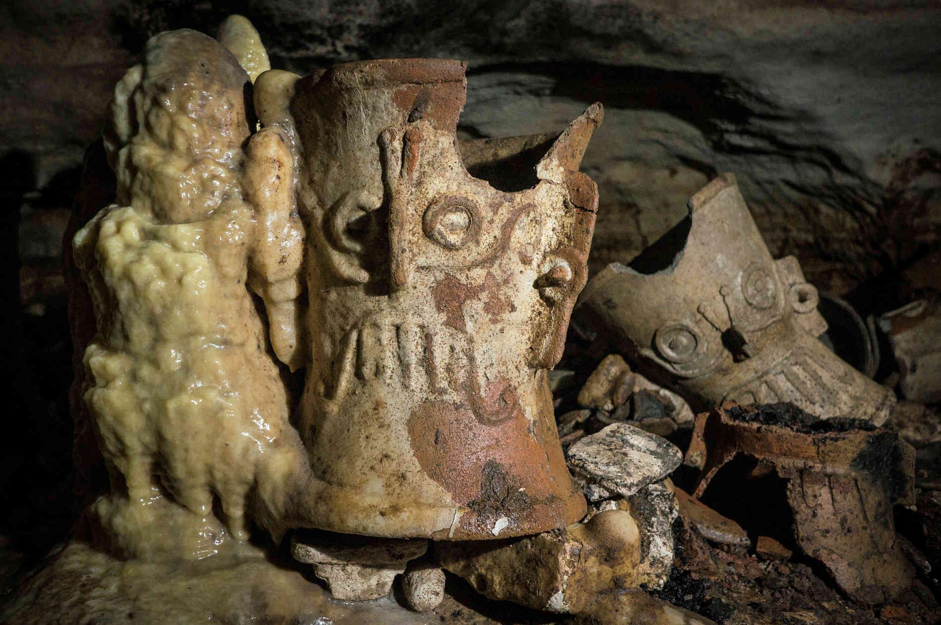 В Мексике нашли затерянную пещеру под руинами города майя