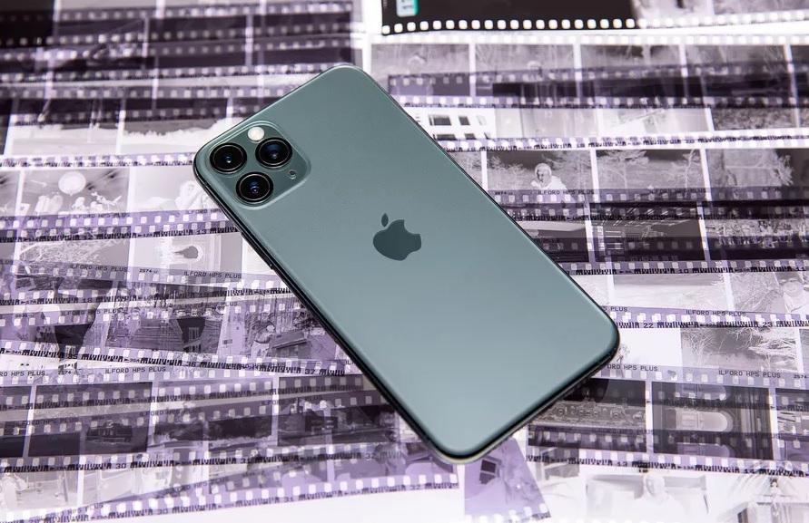 В 2021 году Apple выпустит флагманский IPhone полностью лишенный портов,...