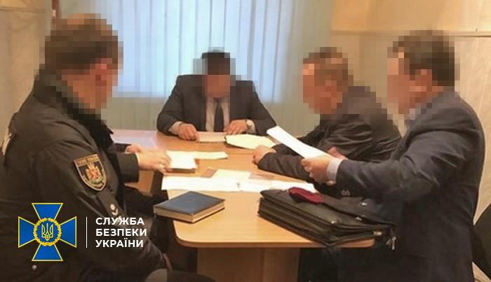 Мэру Коростышева объявили о подозрении в растрате при строительстве доро...