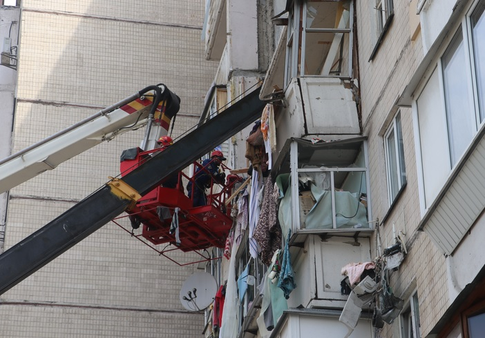Взрыв квартиры на Позняках: в соседнем доме по стенам пошли трещины