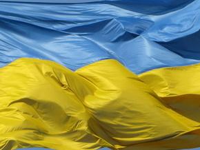 Во Львове в воздух подняли самый большой в Украине флаг