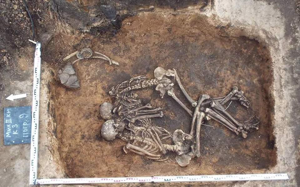 """Ученые выяснили, что британцы Бронзового века делали """"сувениры"""" из умерш..."""