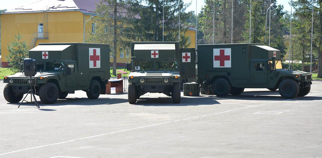 США передали Украине пять машин военной скорой помощи