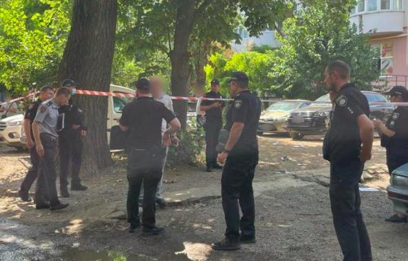 Совершил более 15 выстрелов: в Одессе расстреляли иностранца, объявлен план