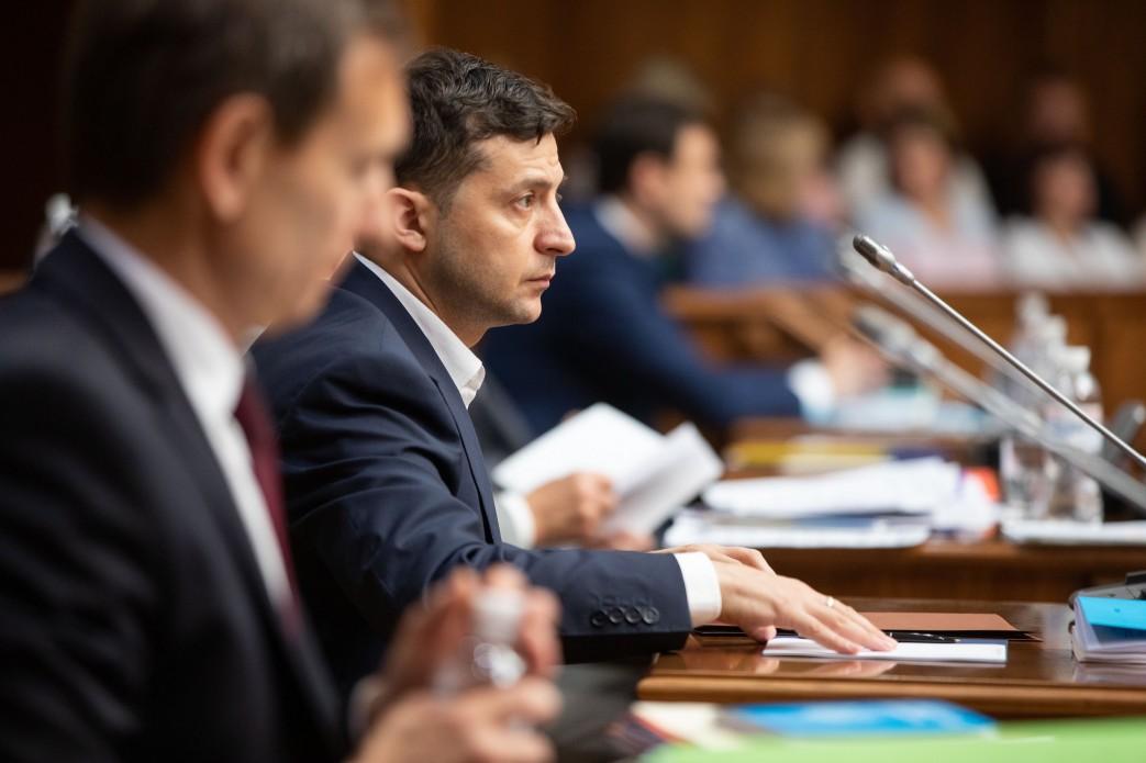 Зеленский отменил указы Порошенко о назначении двух членов Высшего совет...