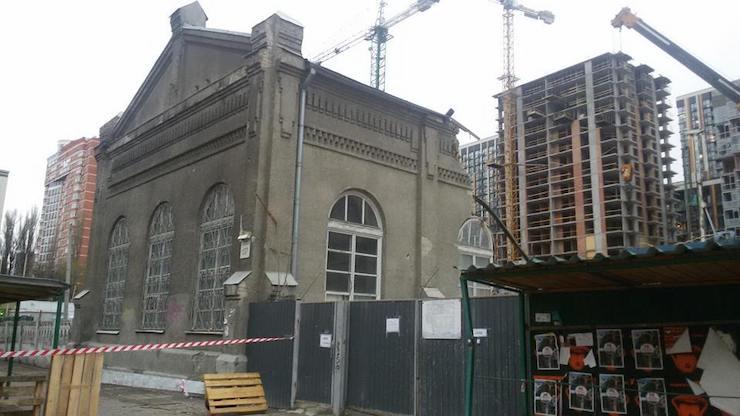 В Киеве снесли 100-летнее здание
