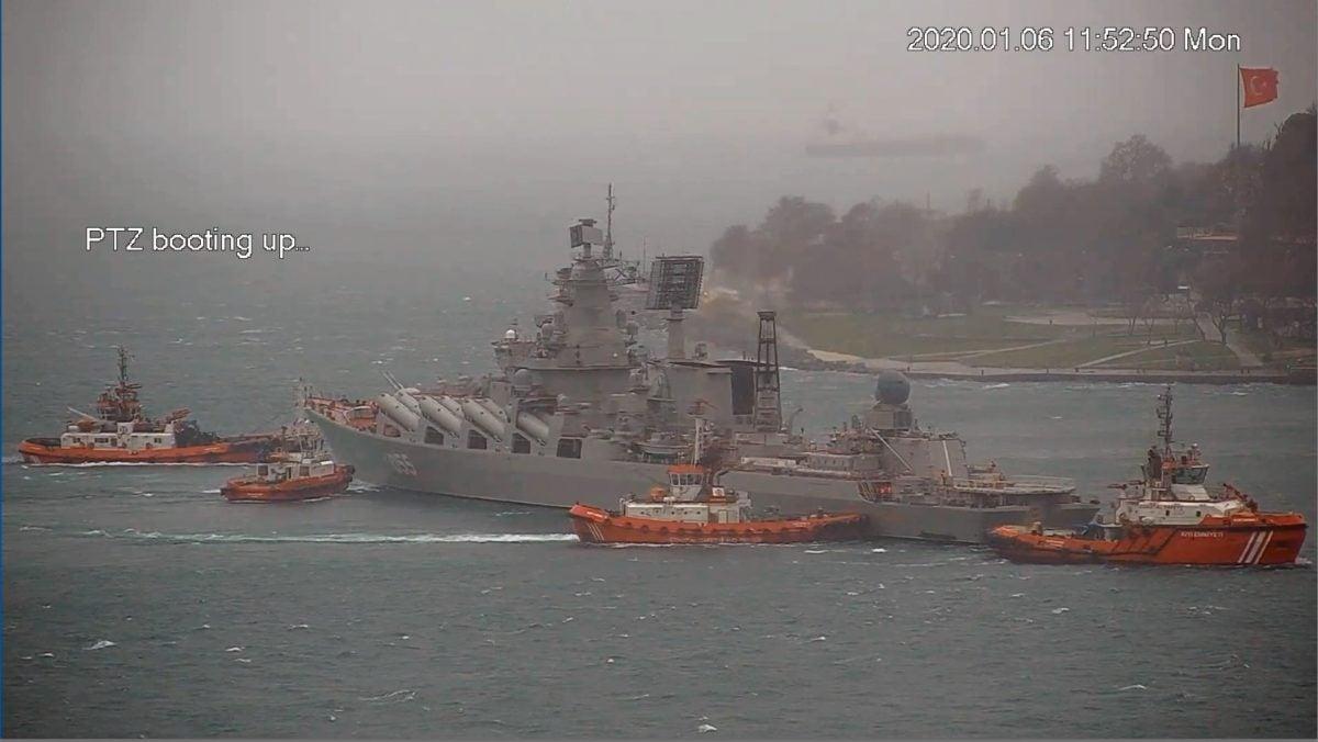 Российский крейсер, плавучая резиденция Путина, не сумел пришвартоваться...