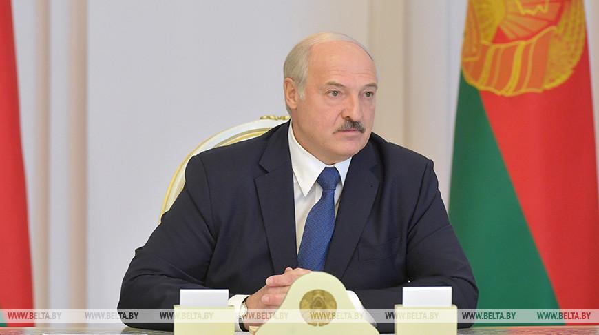 Лукашенко привел в полную боевую готовность войска на западной границе