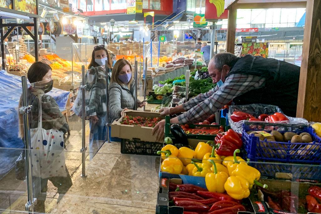 Наполовину живы. Как столичные рынки возобновляют работу после карантина