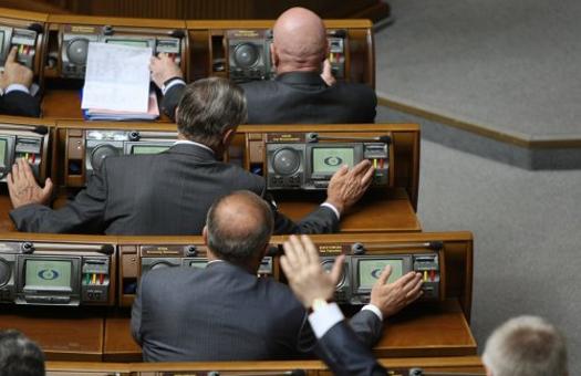 """Скандальный закон о """"партийной диктатуре"""" вступил в силу"""
