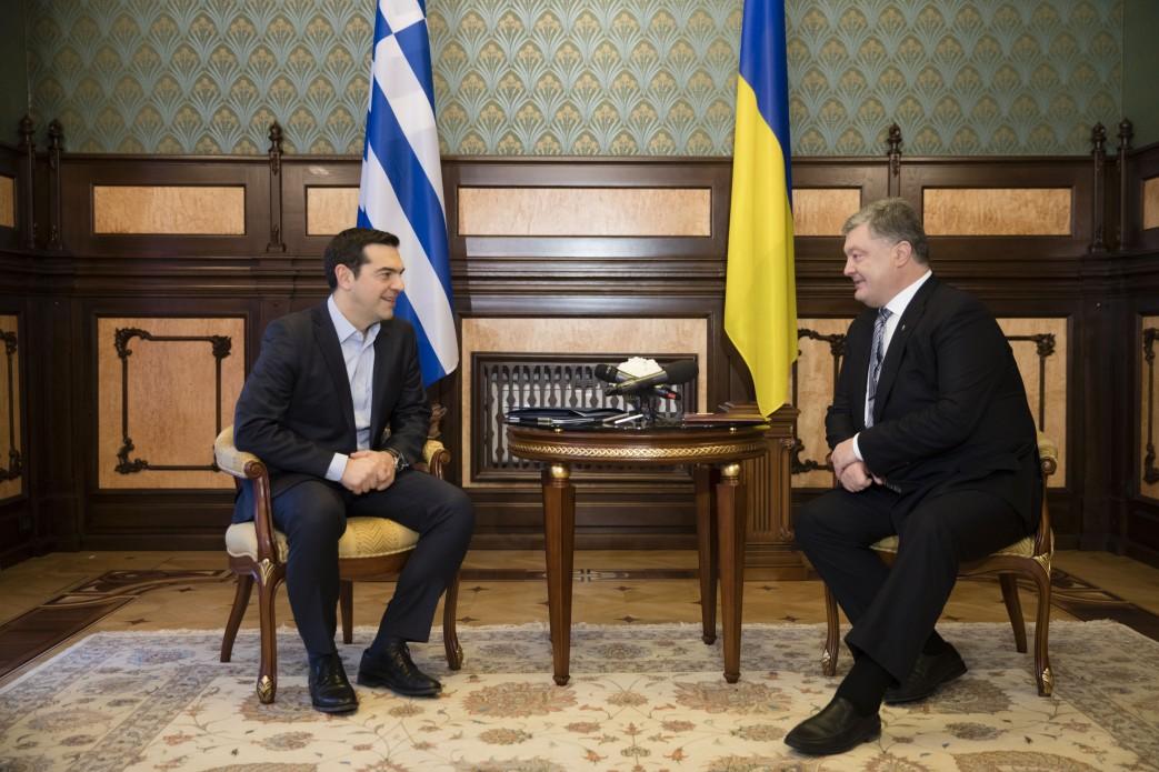 Порошенко: Греция поддерживает сохранение санкций против РФ