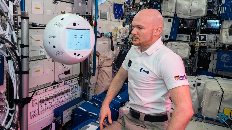 """Летающий робот-помощник """"Саймон"""" вернулся на Землю с МКС"""