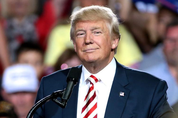 Twitter отметил твиты Трампа как сомнительные и предложил изучить публик...