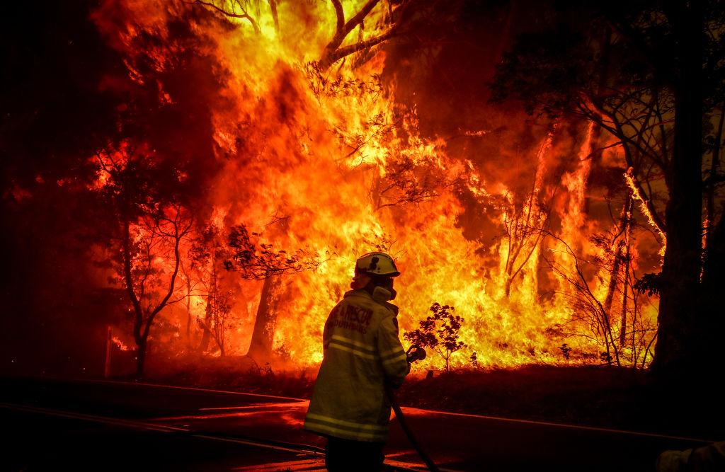 Библейский потоп в Англии и Сидней в огне. Фоторепортаж: как вода и плам...