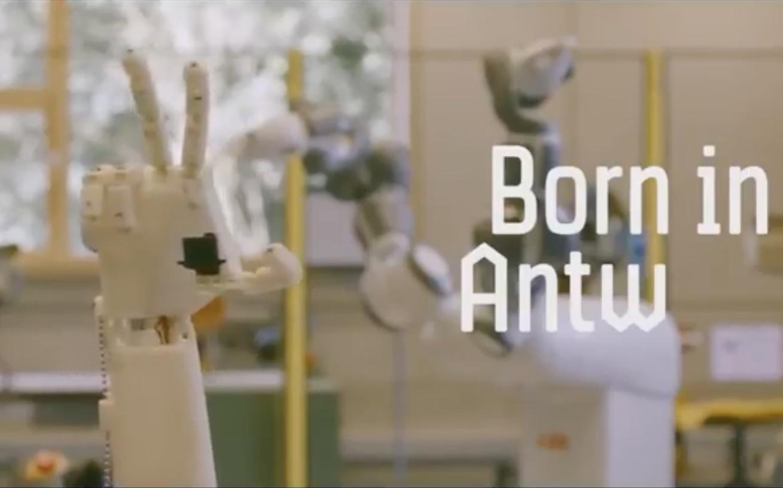 В Бельгии напечатали руку-сурдопереводчик
