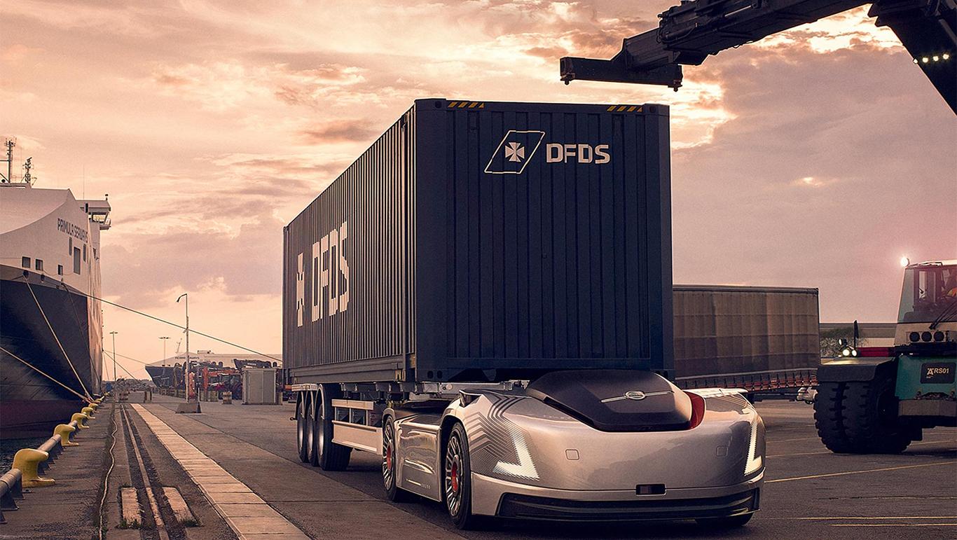 Беспилотный тягач Volvo без водительской кабины начал доставлять грузы в...