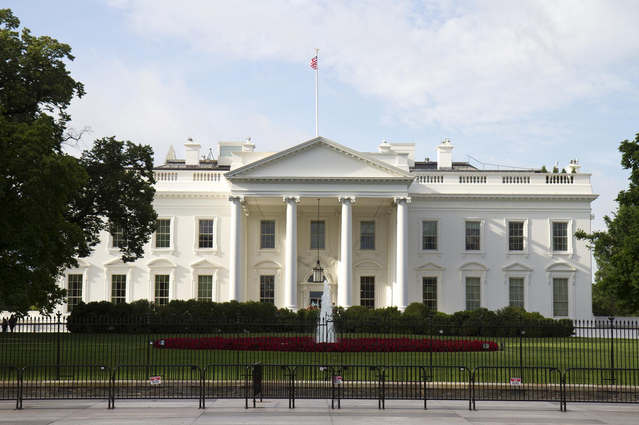 Белый дом заранее начал подготовку к остановке работы правительства, - С...