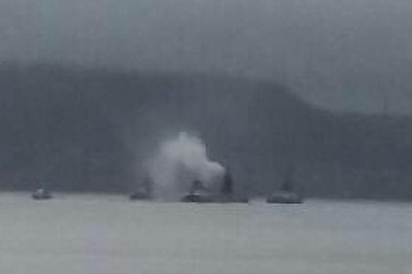 """""""Вероятно, пожар"""". Дымящая подводная лодка у берегов Шотландии напугала..."""