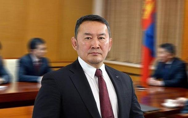 Коронавирус: после посещения Китая президента Монголии отправили на кара...