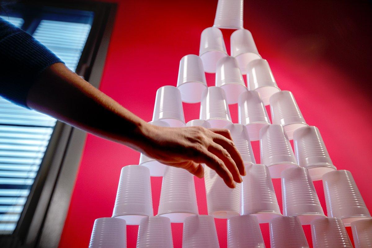 Рада за год купила 171 тыс. стаканчиков. Из них можно сделать башню высо...