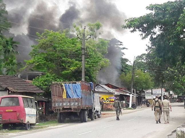 В Индии боевики устроили теракт на рынке: 14 погибших, 30 раненых