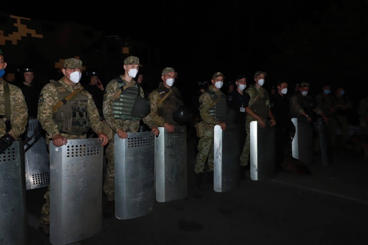 Полторы тысячи хасидов пытаются прорваться в Украину из Беларуси, несмот...
