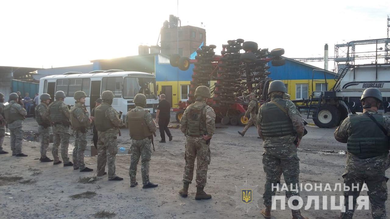 Полиция задержала 50 участников попытки рейдерского захвата фермерского...
