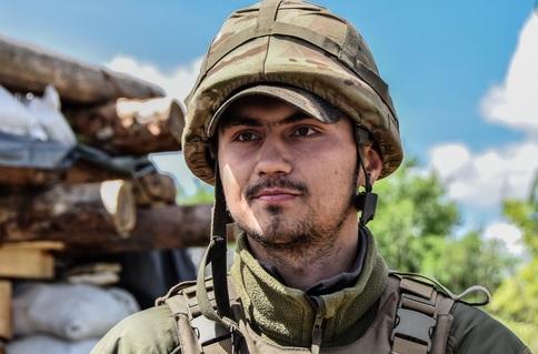 Зеленский посмертно присвоил звание Героя Украины погибшему на Донбассе...
