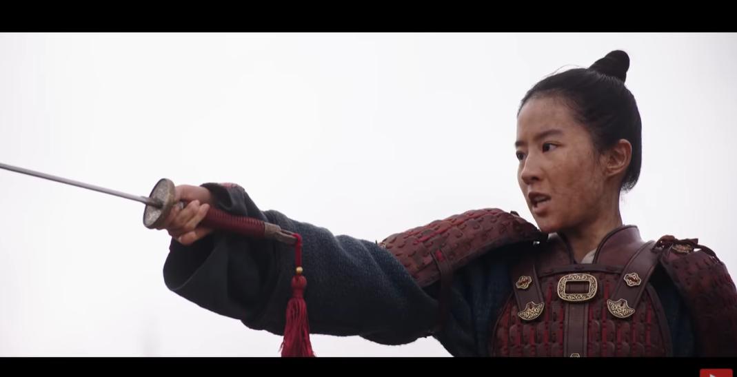 """Новый скандал с фильмом """"Мулан"""": власти Китая запретили местным СМИ писа..."""