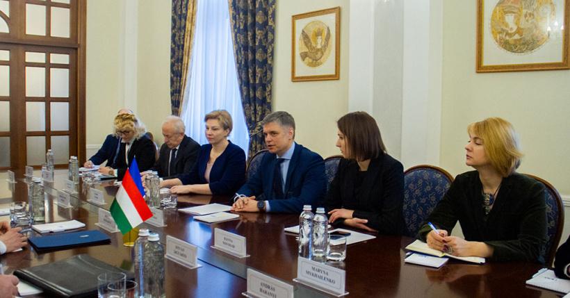 МИД: Украина рассчитывает, что Венгрия разблокирует диалог Украины с НАТ...