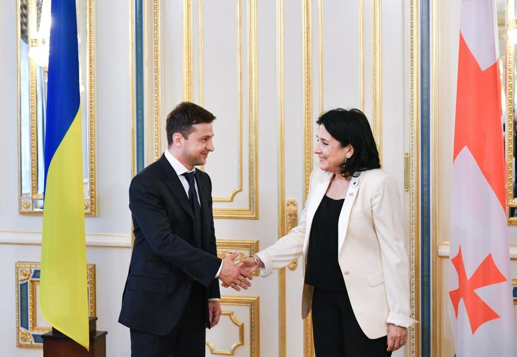 Зеленский провел первые официальные переговоры на посту президента