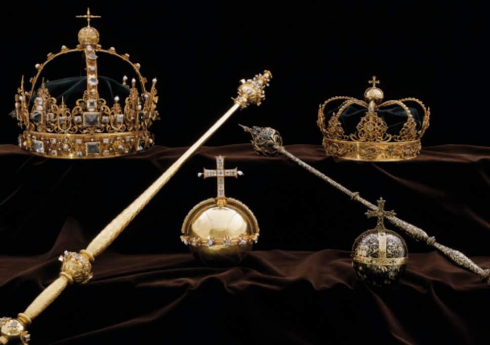 В Швеции нашли корону и державу короля в мусорной корзине, - СМИ