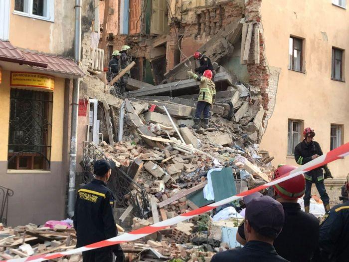 Обвал дома в Дрогобыче произошел не из-за утечки газа, – ГСЧС