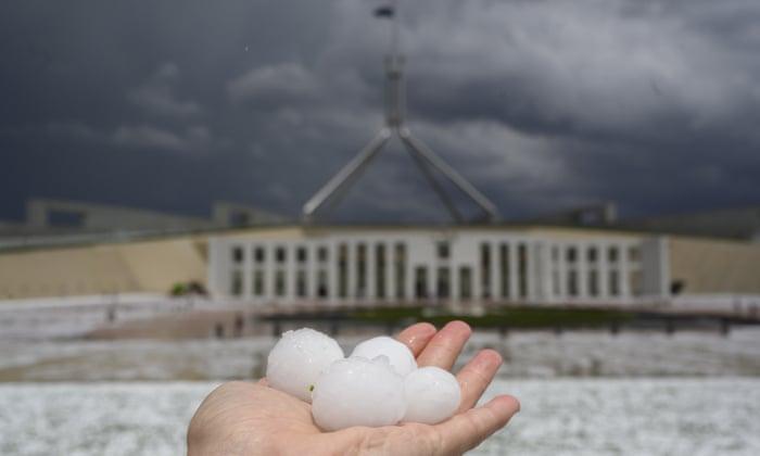Австралийские 33 несчастья. Часть страны засыпало градом размером с мяч...