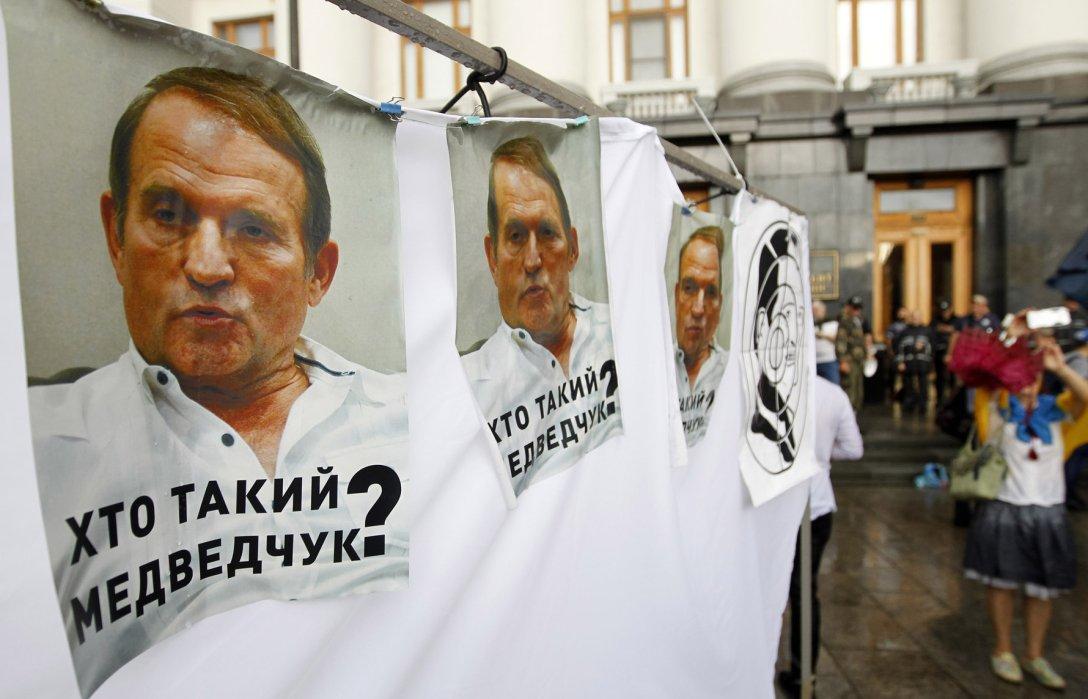 Виктор Медведчук, офис президента, пикет, нацкорпус