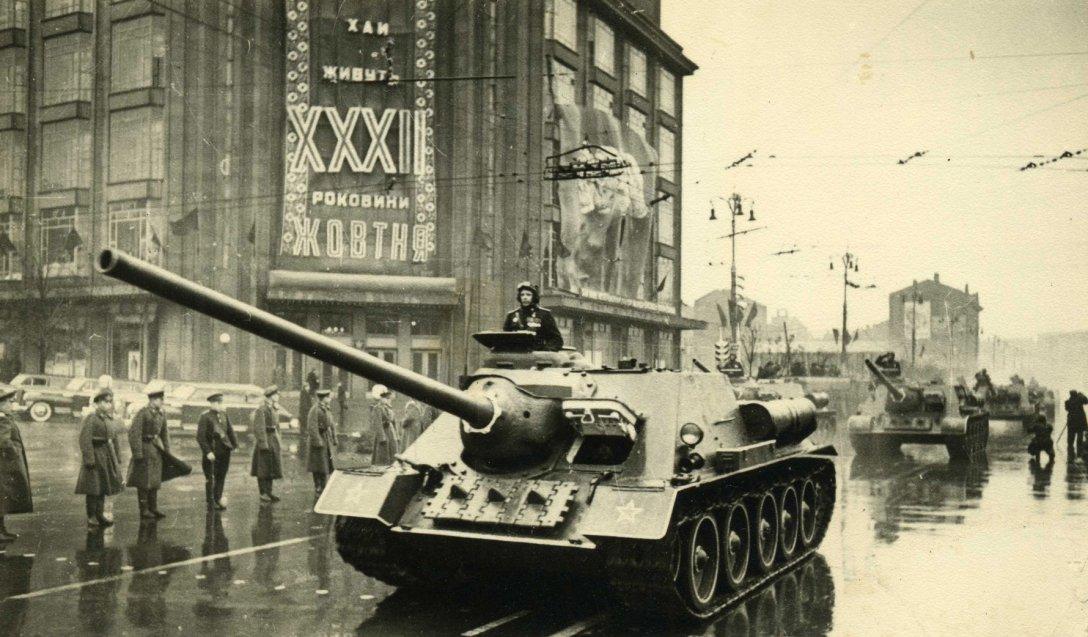парад в киеве, ретро фото, су-100