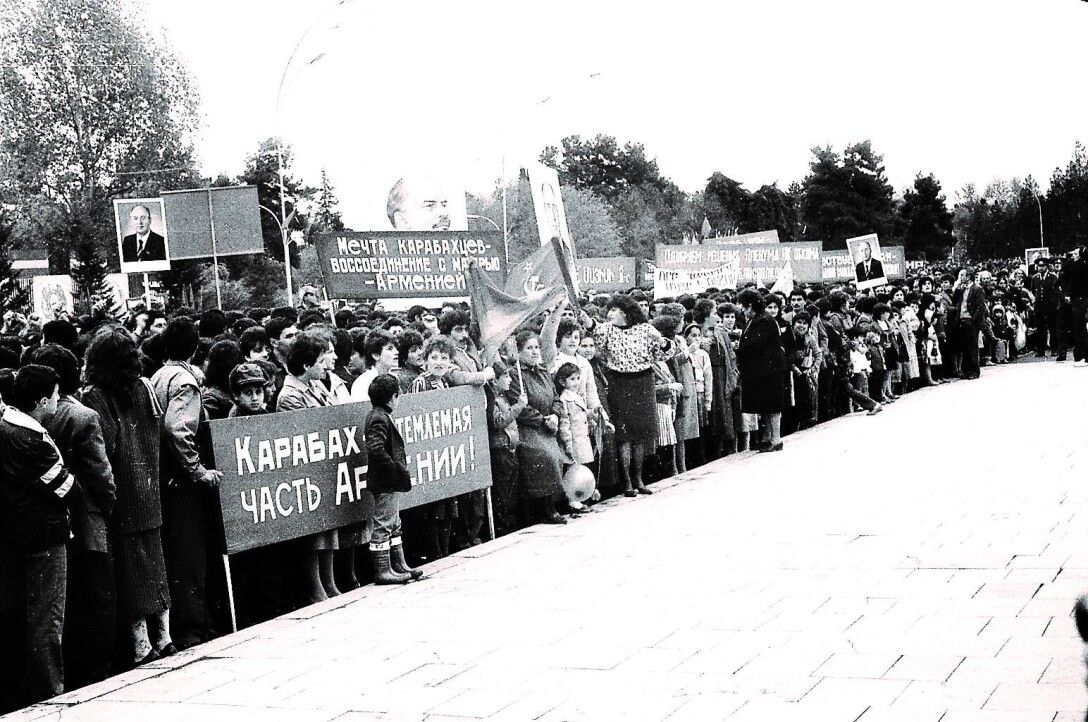 ДУХ ПЕРЕСТРОЙКИ. В конце 1980-х Армению захлестнули митинги вподдержку Нагорного Карабаха