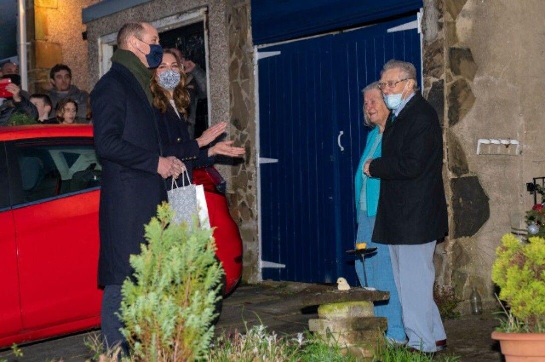 Кейт Миддлтон и принц Уильям сходили в гости к пожилой паре с серьёзными заболеваниями