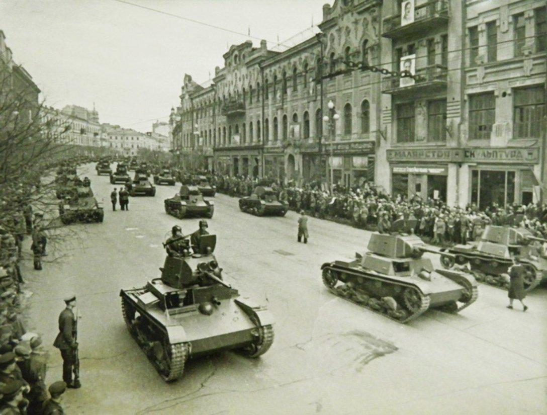 парад в киеве, ретро фото, крещатик, танк т-26