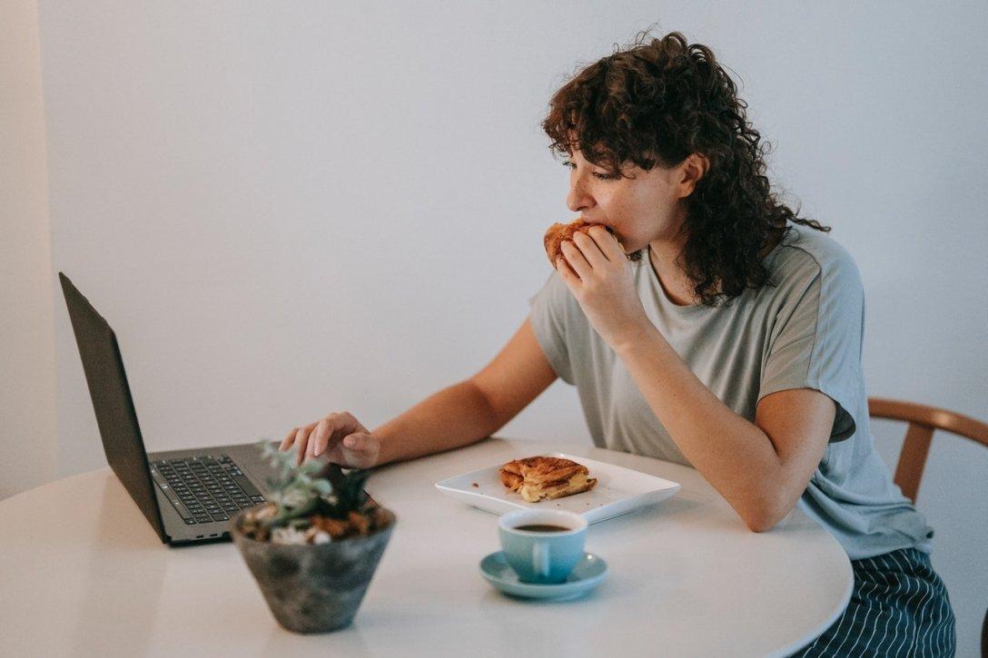 нерегулярное питание, повышение веса