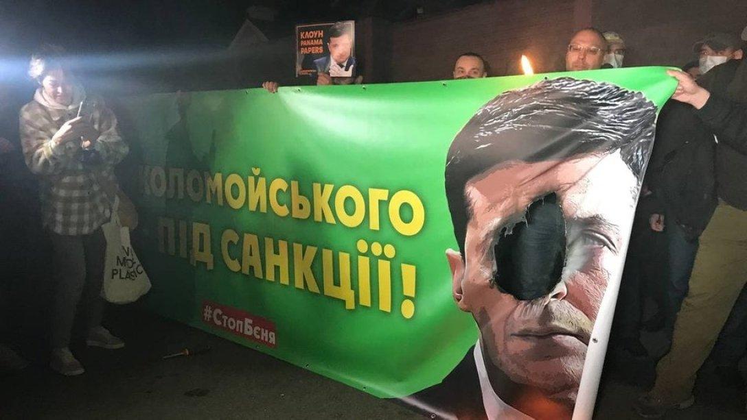 Акция протеста под госдачей Зеленского закончилась огненным шоу